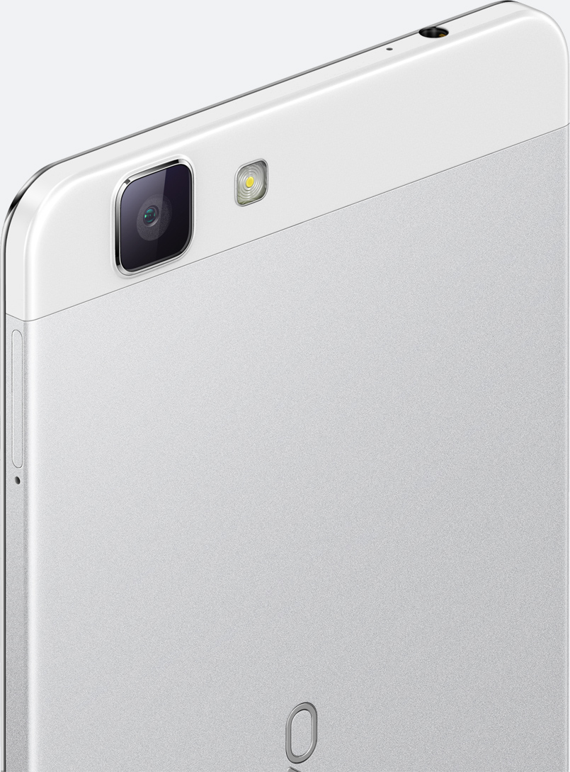像素升级,美丽更加清晰。闭环式1300W后置摄像头。